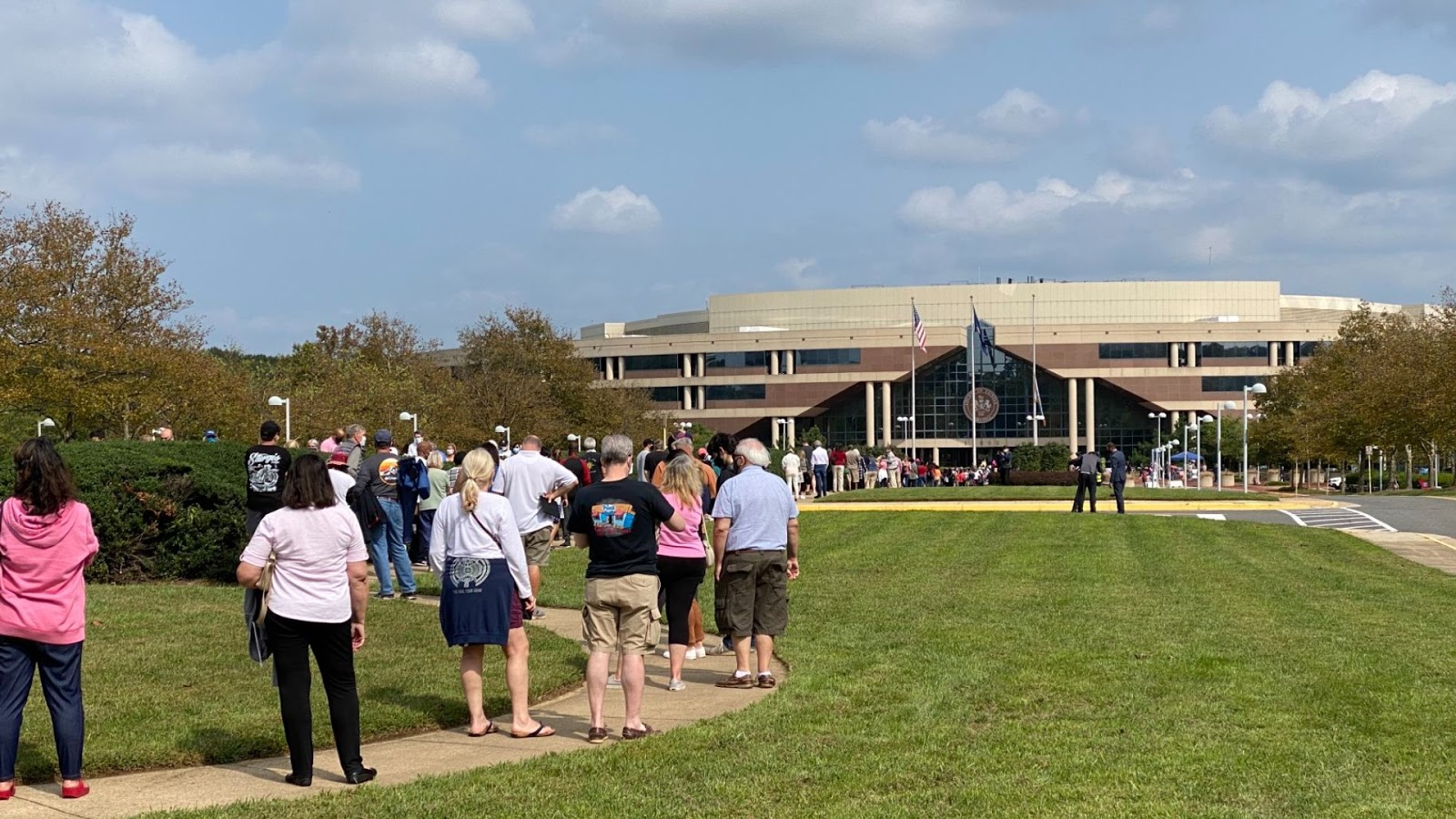 Residents are standing in line to vote in Fairfax County, Virginia, September 2020.