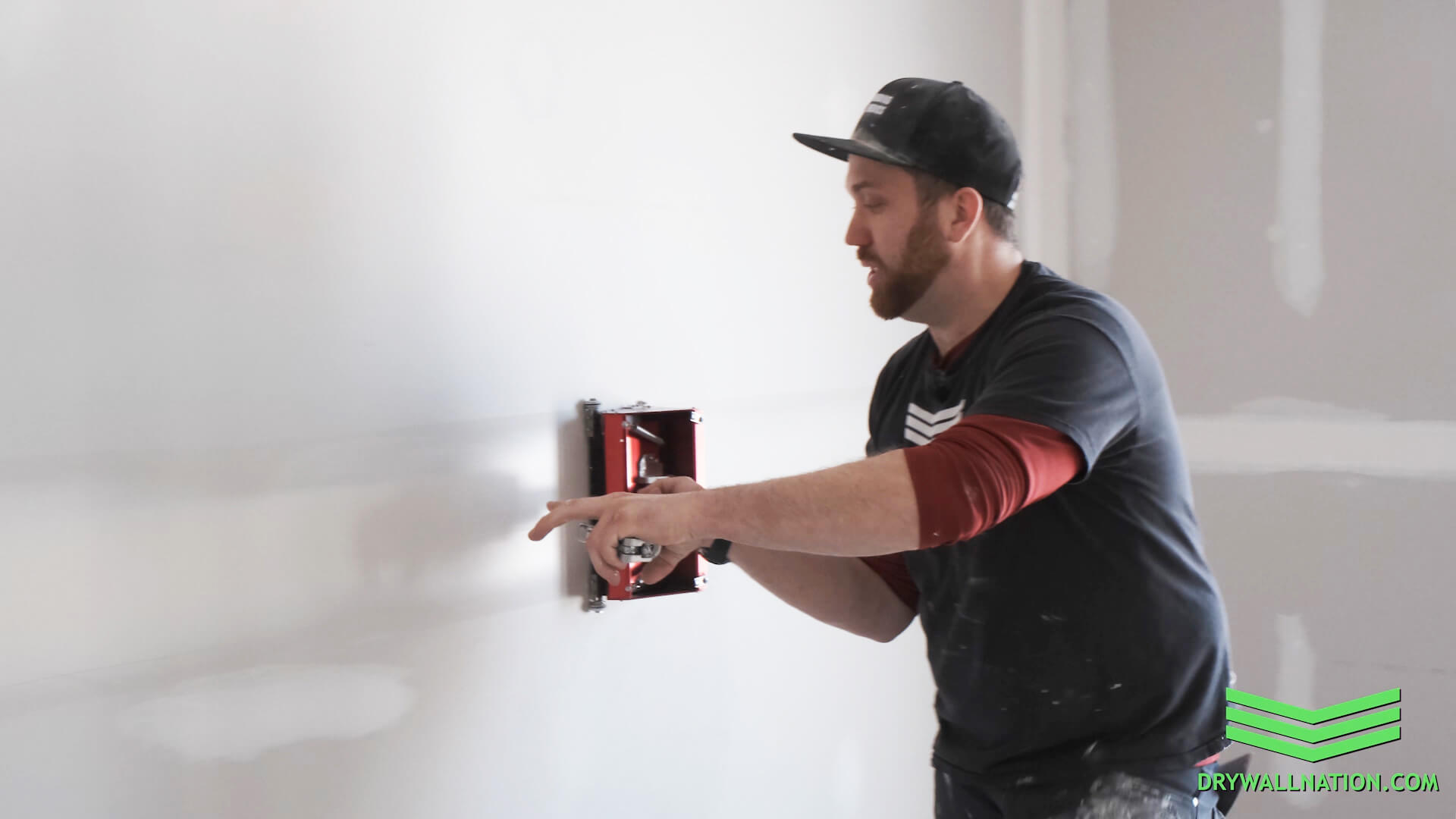 How to Use a Drywall Flat Box on Walls