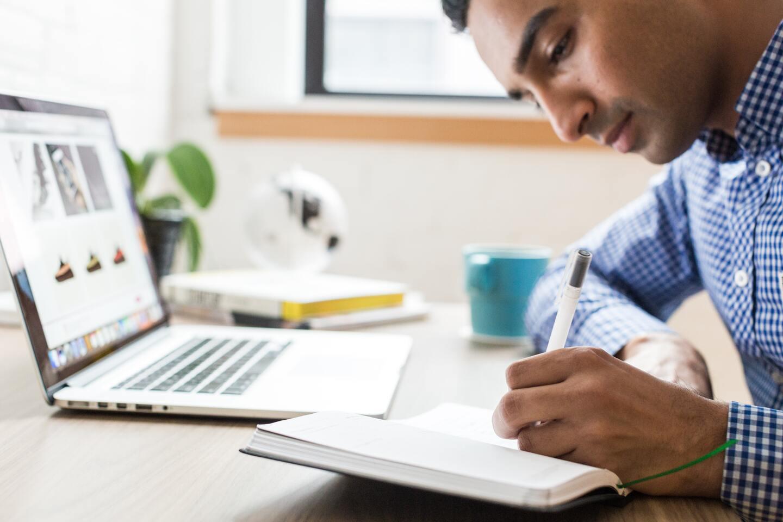 freelancer writing content marketing proposal
