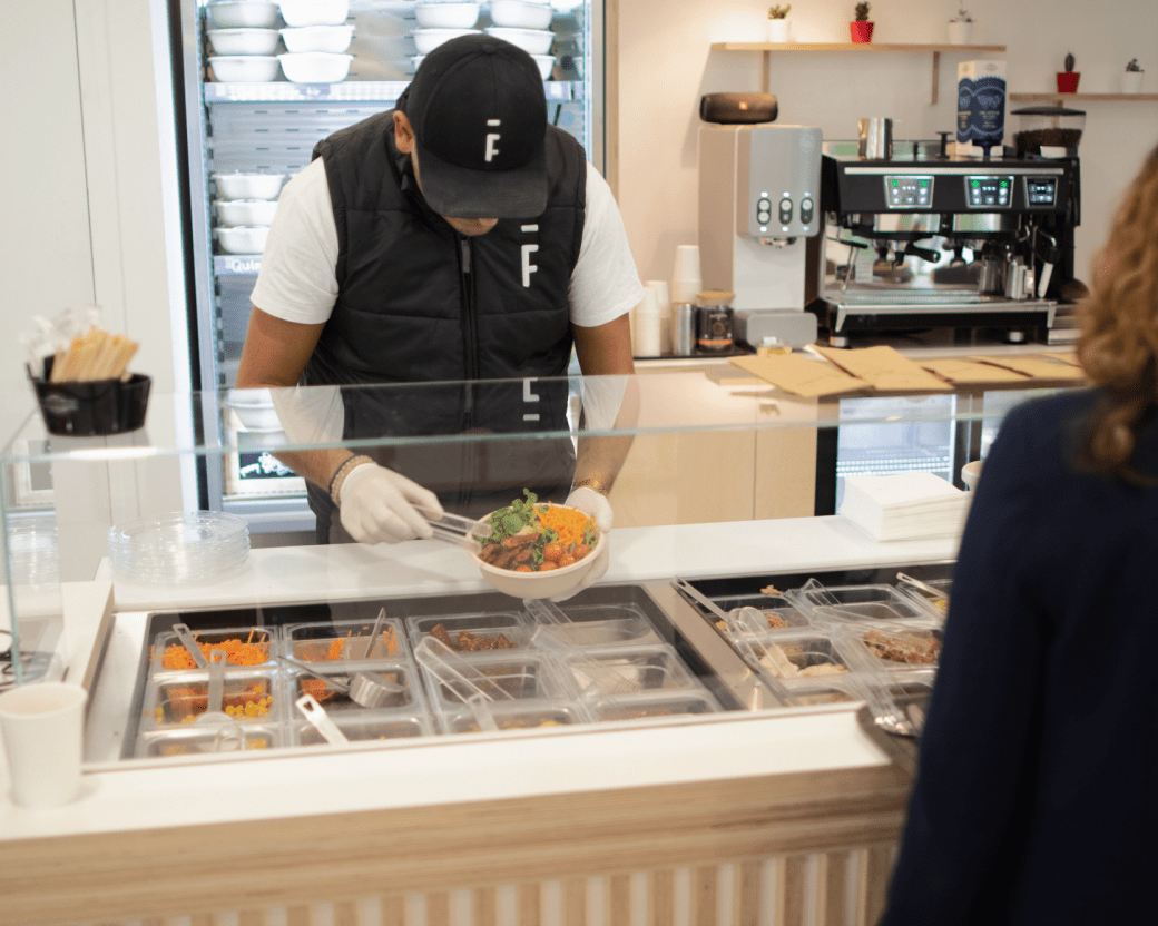 comptoir food avec un serveur