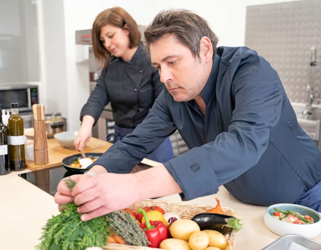 cuisiniers dans une cuisine