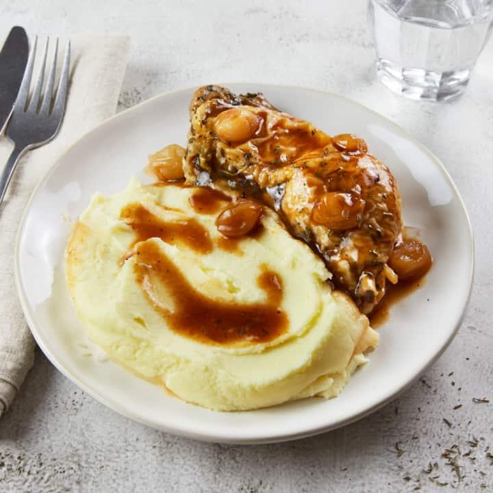 Cuisse de poulet, oignons et purée