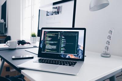 Wie zeitintensiv ist die Verwaltung einer Webseite?
