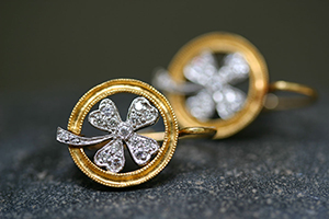 22K Recycled Gold and Platinum 4-Leaf Clover Earrings with Ethically Sourced Diamonds, yellow, mixed metal, leaf, leaves, flower, milgrain