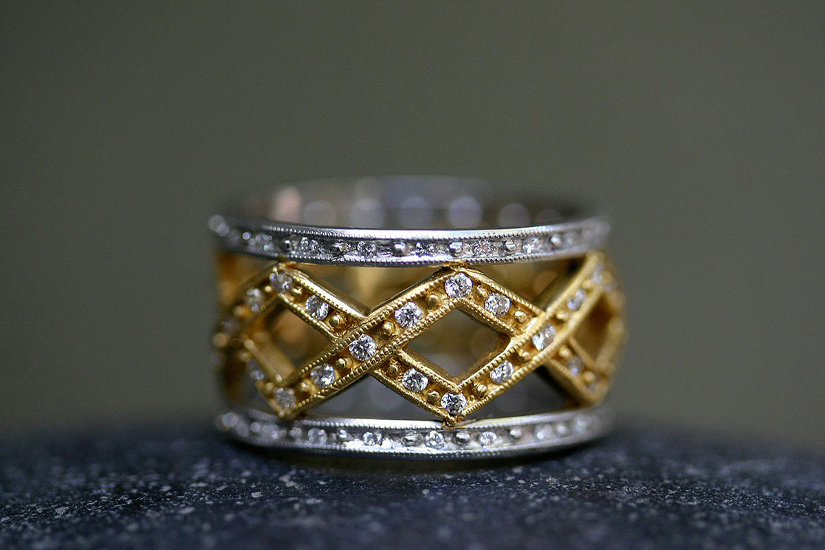 22K Recycled Gold and Platinum Ribbon Bead Band with Ethically Sourced Diamond Pave Guards, yellow, mixed metal, zig zag