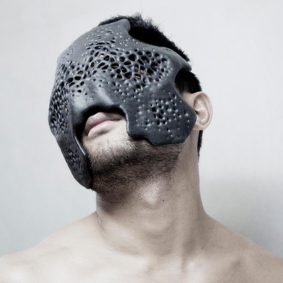 https://static.dezeen.com/uploads/2015/12/Carapace-mask-MHOX_dezeen_07.jpg