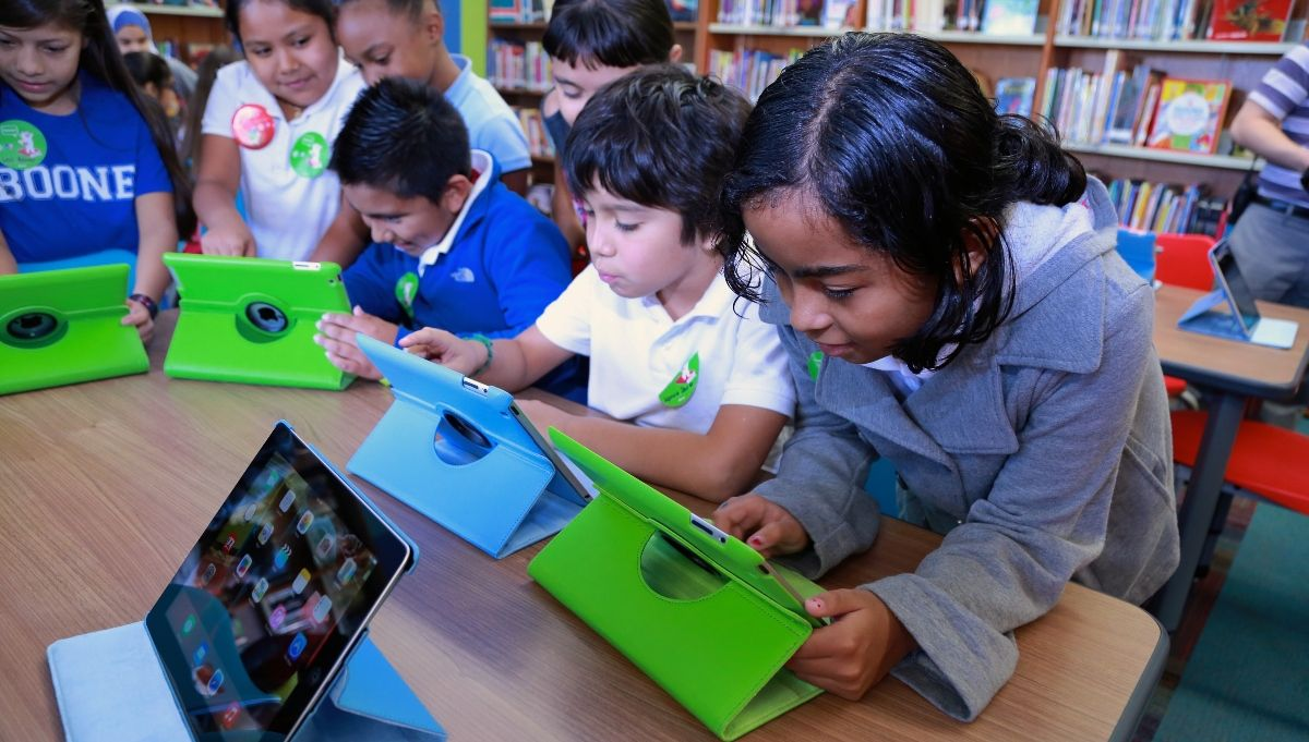 Chicago Launches Groundbreaking Initiative to Bridge Digital Divide, Providing Free High-Speed Internet Access to Over 100,000 CPS Students