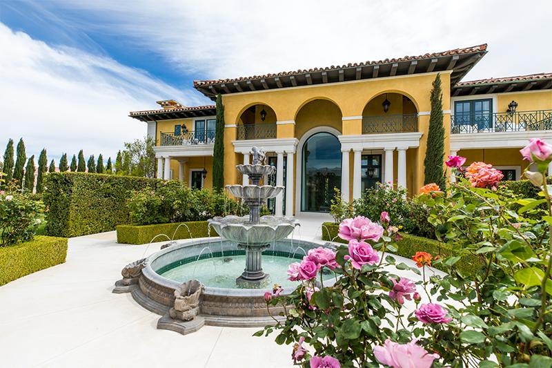 exterior of luxury home in Las Vegas