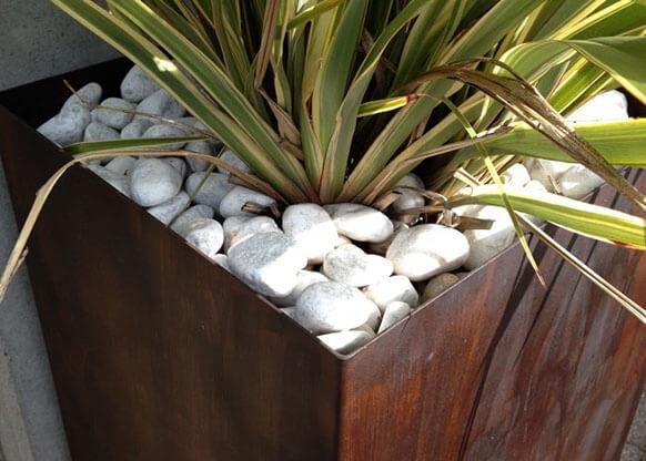 Materico Corten su Vasi da Outdoor.