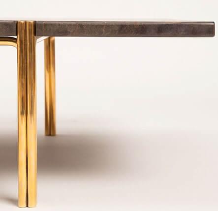 Trasparente Lucido FF-312 su Tavolino Dorato.