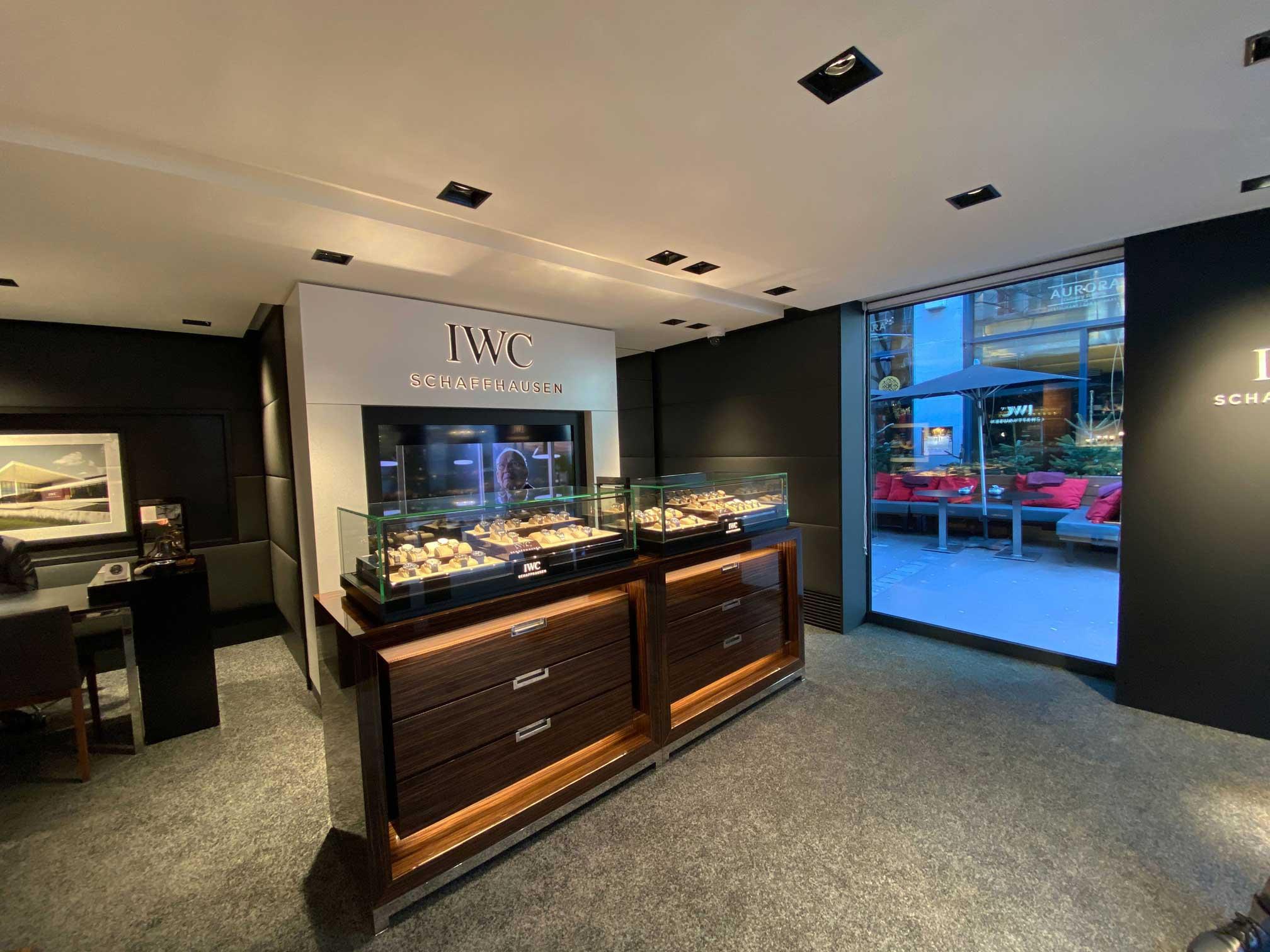 pop-up-store-Inneneinrichtung-IWC-Jp-Spaces-Innovative-Shopsysteme-und-hochwertiger-Innenausbau