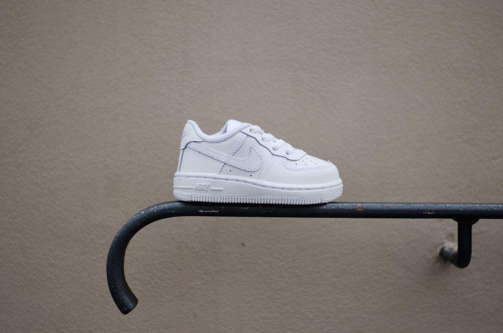 consegna delle scarpe da ginnastica