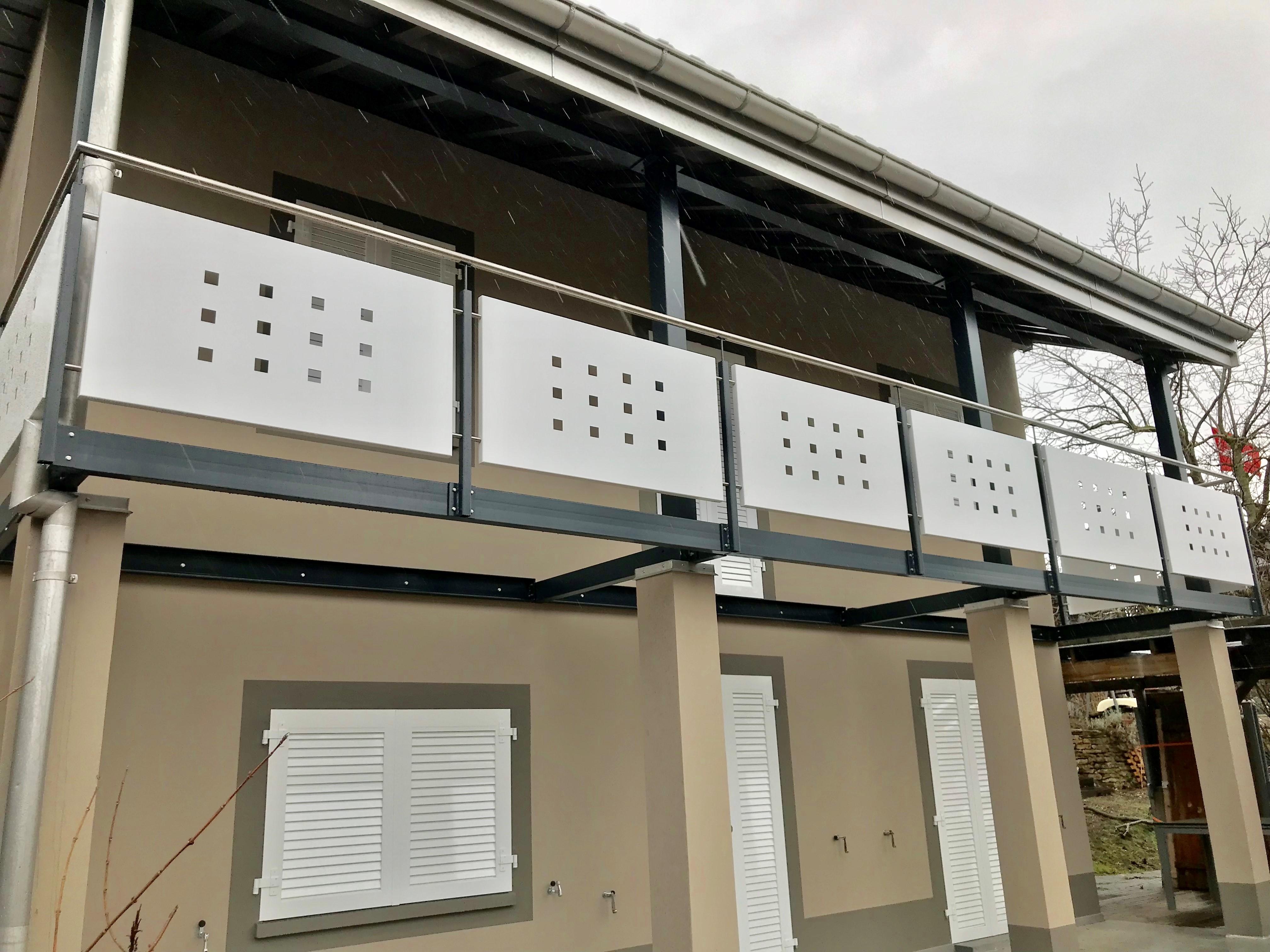 Lavori di costruzione in metallo (porte da garage, barriere, ecc...)