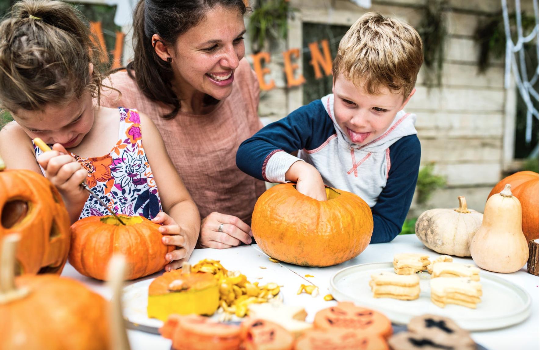 children-carving-pumpkins