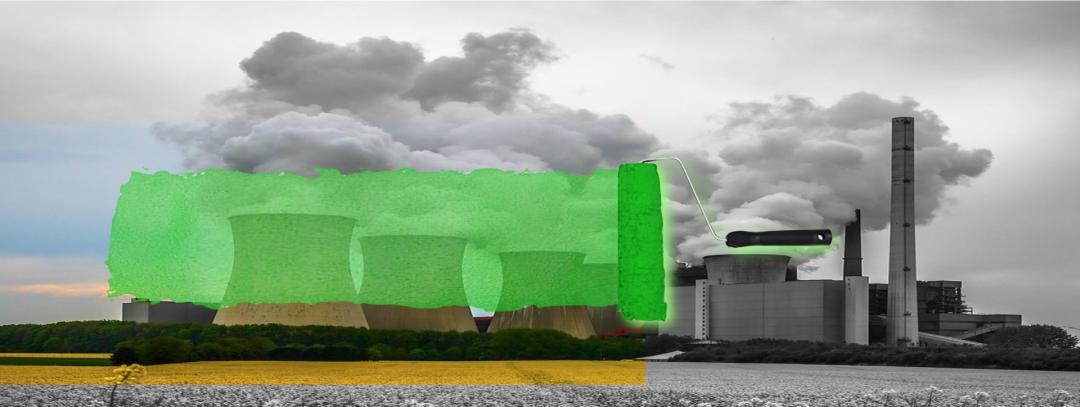 Eine Sammlung an grauen Energiekraftwerken mit Rauch, ein gelbes Feld im Vordergrund und eine grüne Malerrolle, die die Kraftwerke grün überpinselt. Dies soll das Greenwashing in der Grünstrom Industrie symbolisieren.