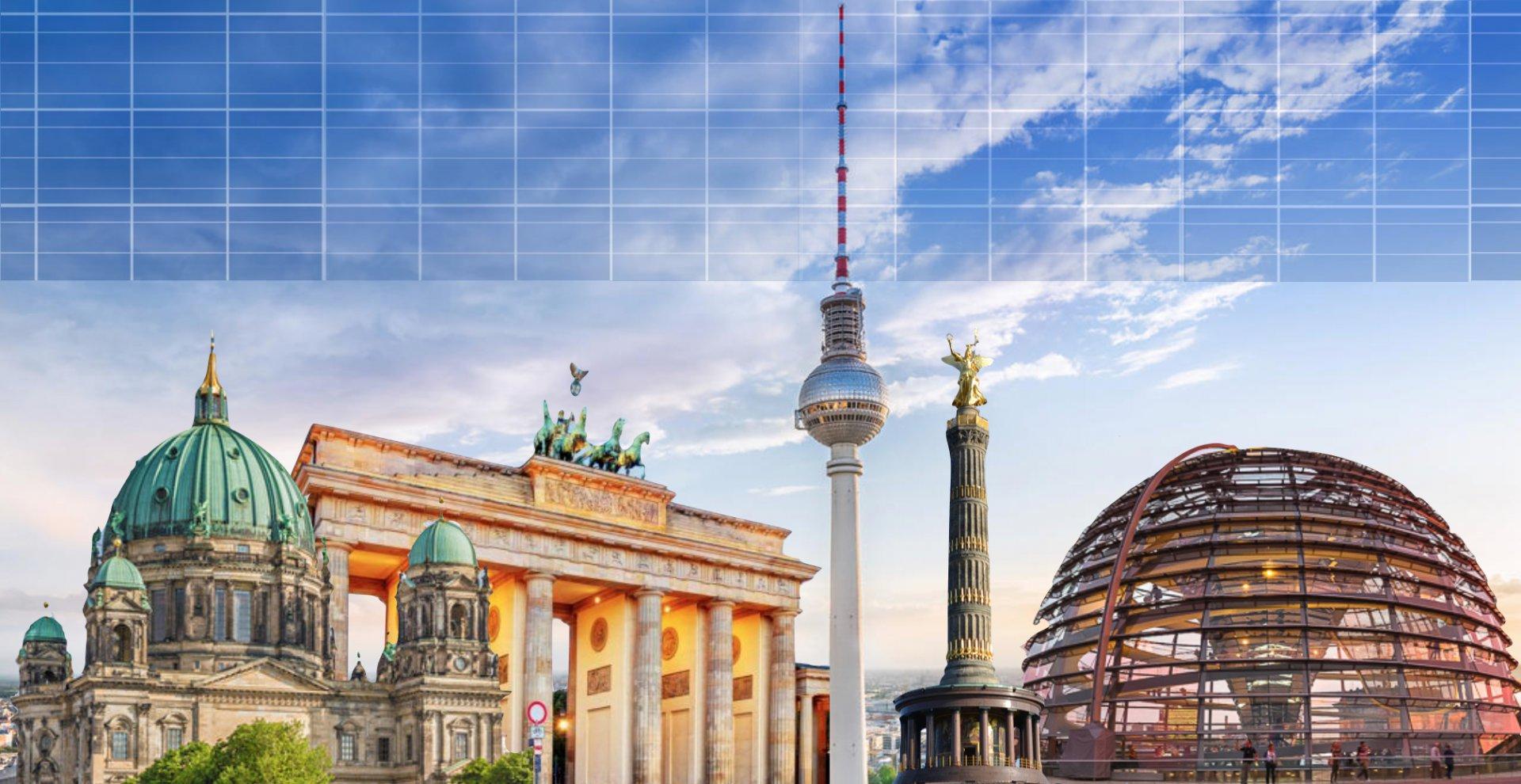 Solaranlage auf blauem Himmel mit der Stadt Hamburg