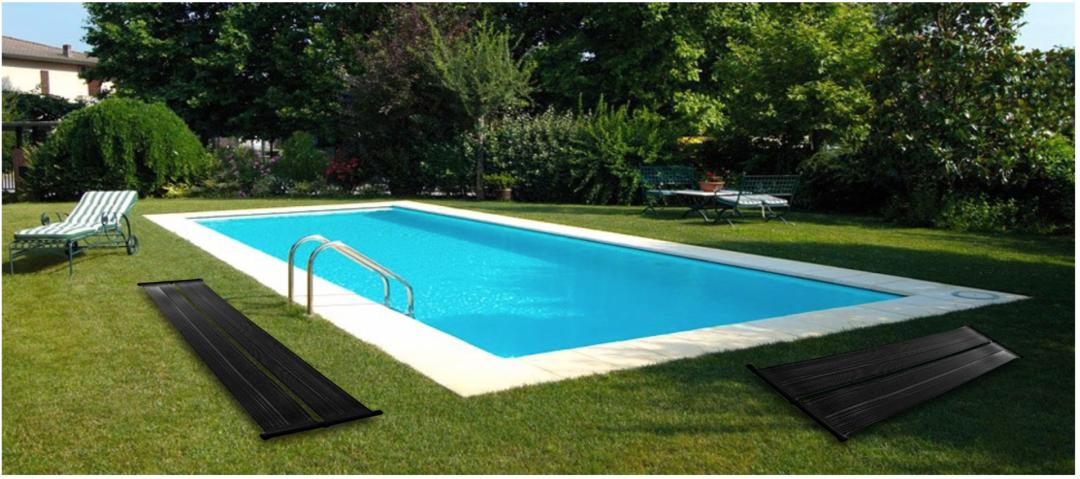 Ein Pool im Garten mit grünem Rasen und zwei Solarkollektor Matten, die als Solarheizung für den Pool dienen