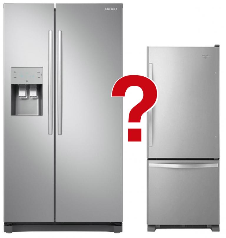 zwei unterschiedliche Kühlschränke mit rotem Fragezeichen
