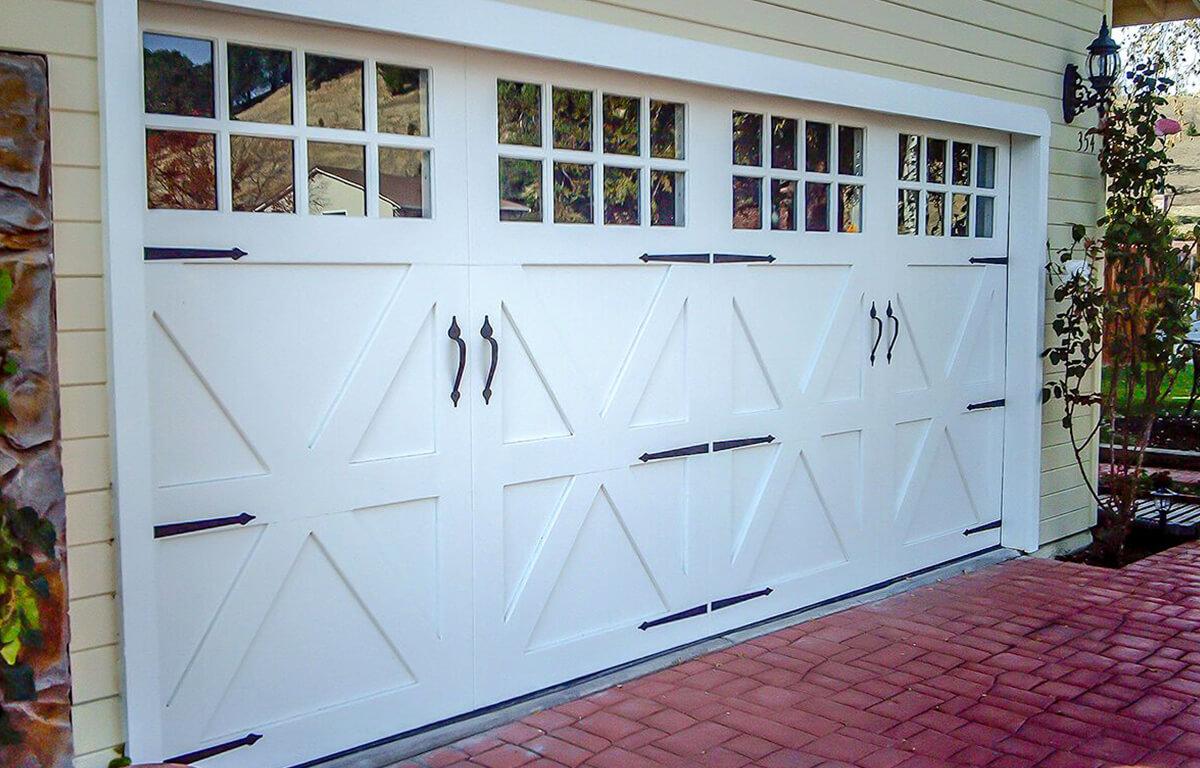 Custom Carriage House Farmhouse RW Garage Doors