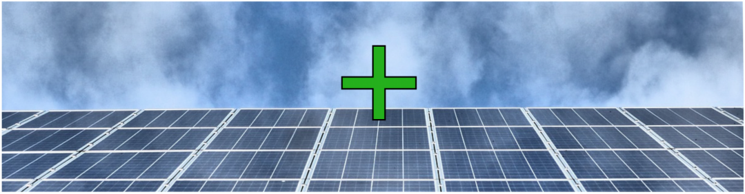 Eine PV-Anlage mit grünem Plus Symbol