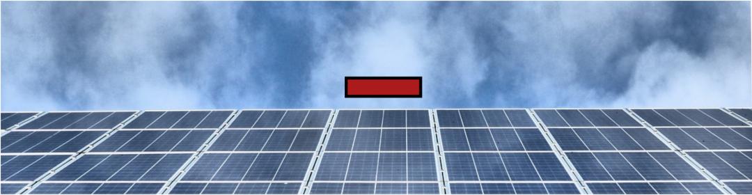 Nachteile Solaranlage kaufen - rotes Plus auf grauer Solaranlage