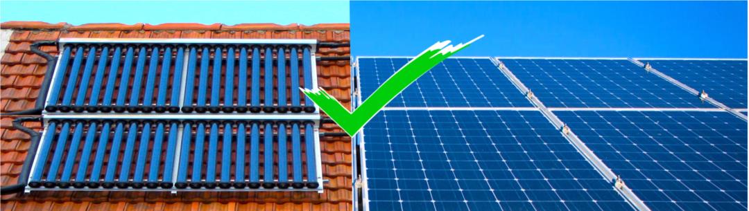 Verschiedene Typen von Solarplatten - links Solarkollektoren, rechts PV-Module