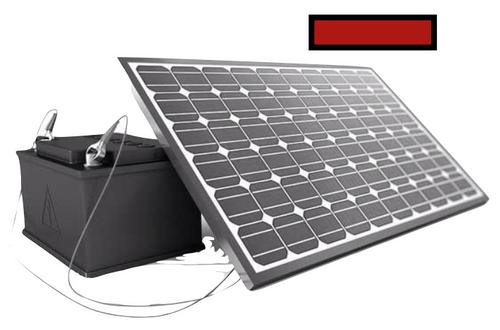 Ein Stromspeicher neben einem Solarpanel und einem roten Minus Zeichen