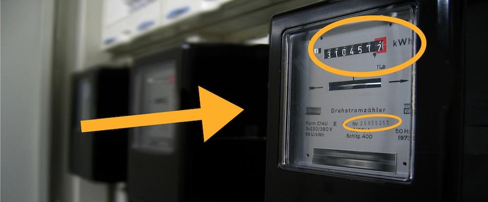 Ferraris Stromzähler mit Hervorhebung der Stromzählernummer und des Zählerstands