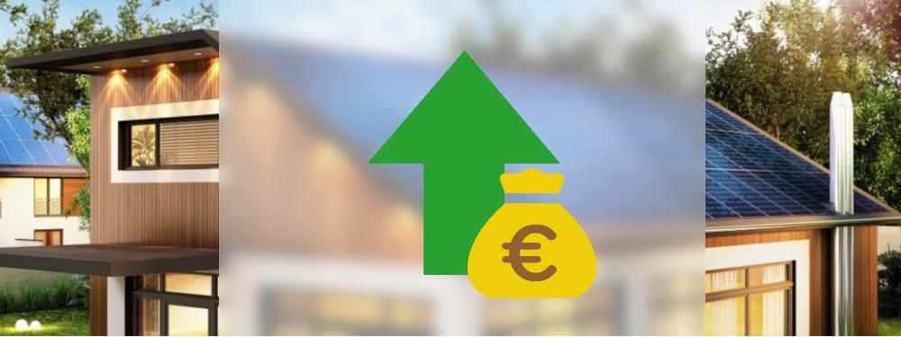 Ein Haus mit PV-Anlage auf dem Dach mit grünem Pfeil und Geld Symbol