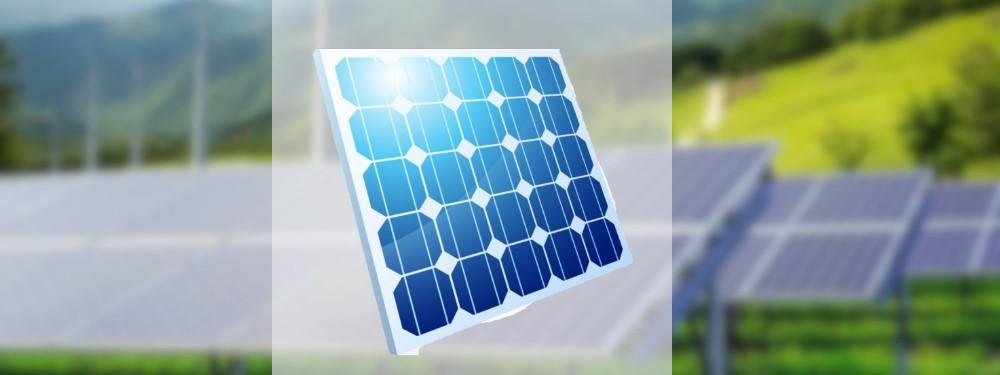 Ein blaues Solaramodul vor drei Reihen anderer Panels