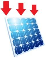 Ein Solarmodul mit drei roten Pfeilen