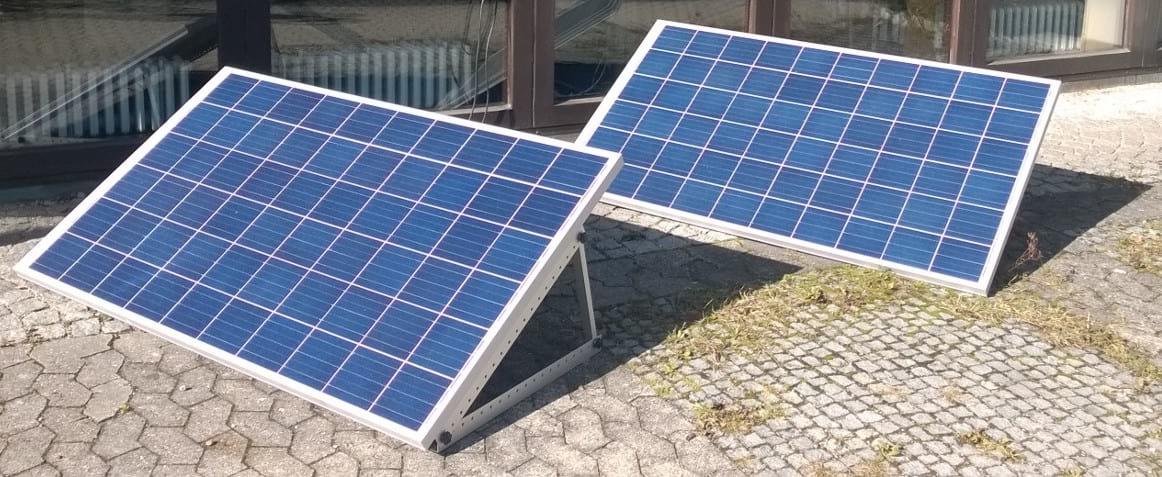 Zwei Mini PV-Anlage nebeneinander aufgestellt