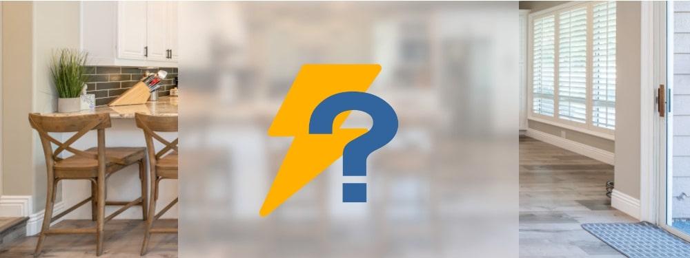 Strom Icon und blaues Fragezeichen mit Küche im Hintergrund
