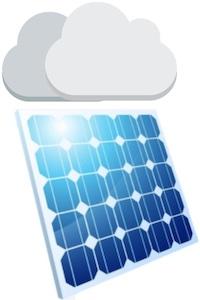 Solarmodul mit Wolken