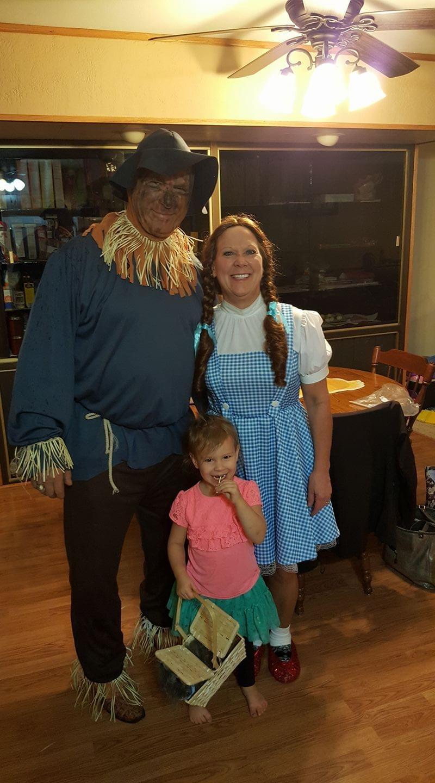 Scarecrow & Dorthy of Wizard of OZ