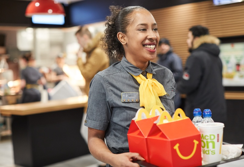 mcdonalds employee delivery food to table