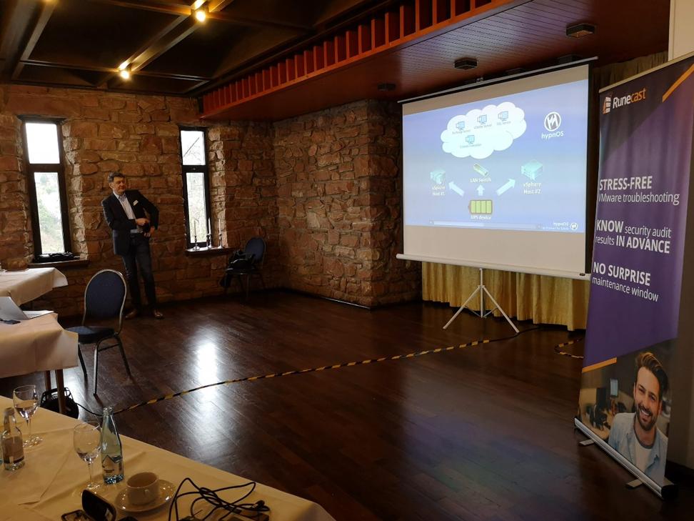 Bjoern Brundert presenting at DEVMUG