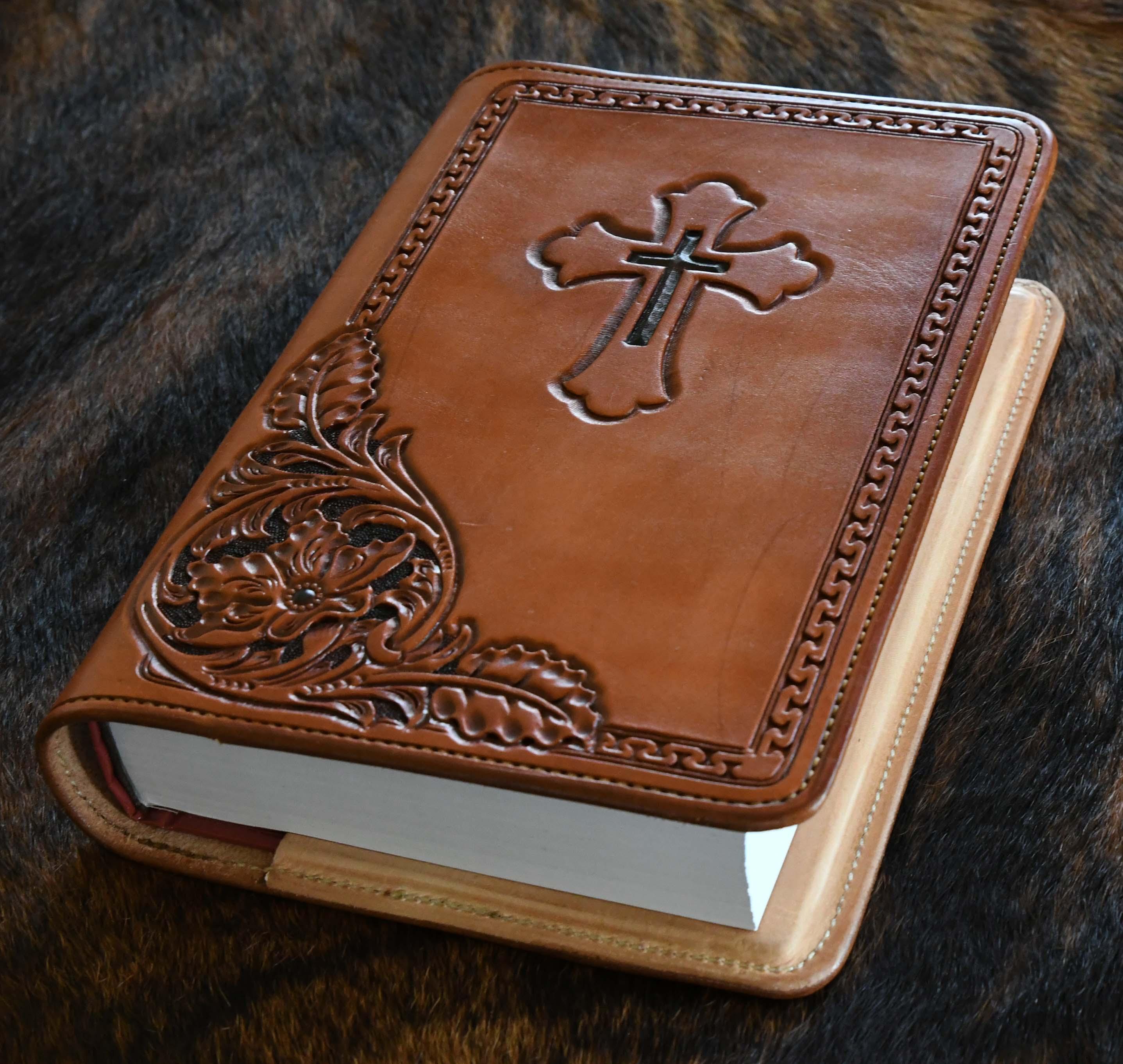 Collier Custom Leatherwork