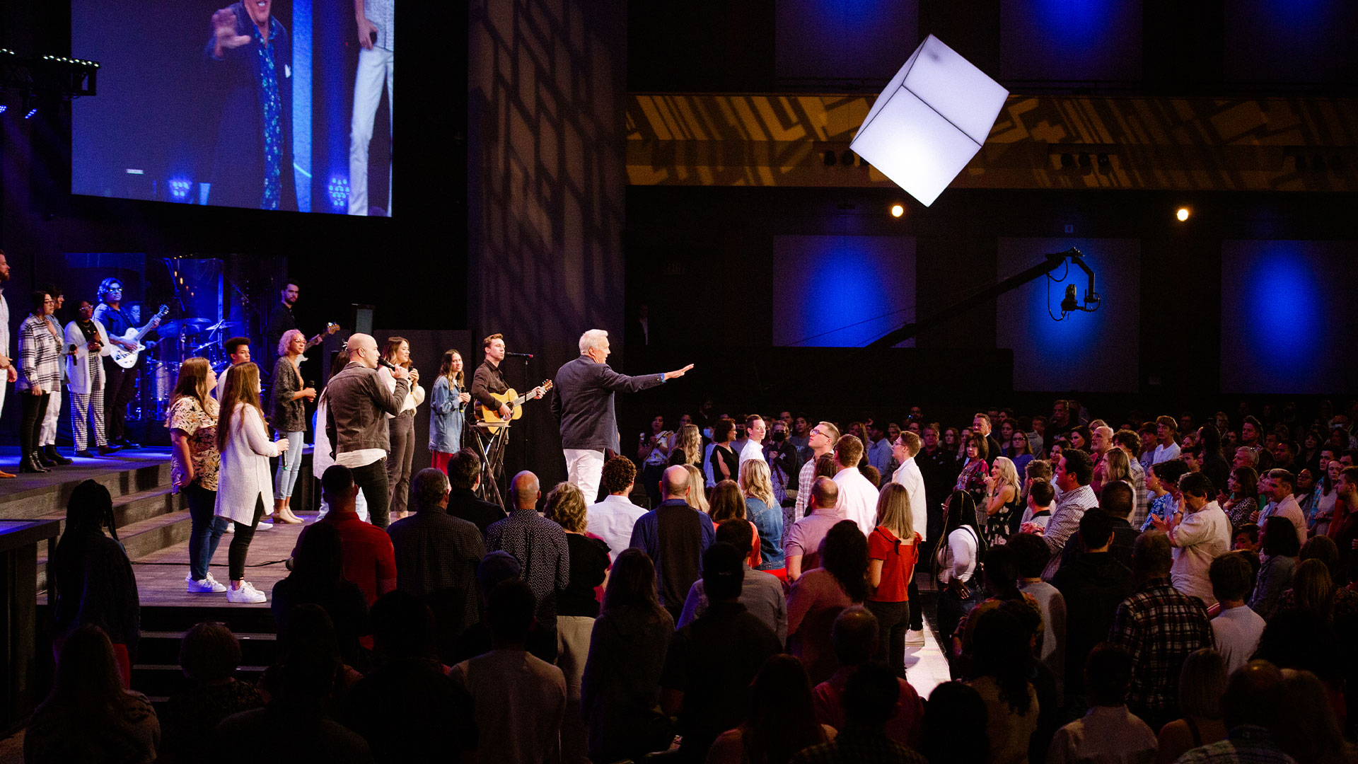Pastor Ed Young praying for the congregation
