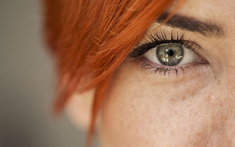 ¿Te da ansiedad por mirar a alguien a los ojos?