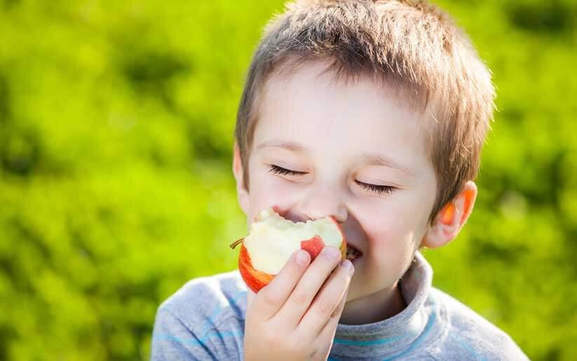 Enséñale a tus hijos a comer sin ansiedad