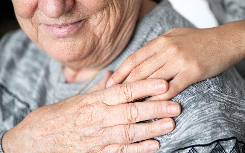 Ayuda a tu adulto mayor a disminuir la ansiedad al permanecer en casa