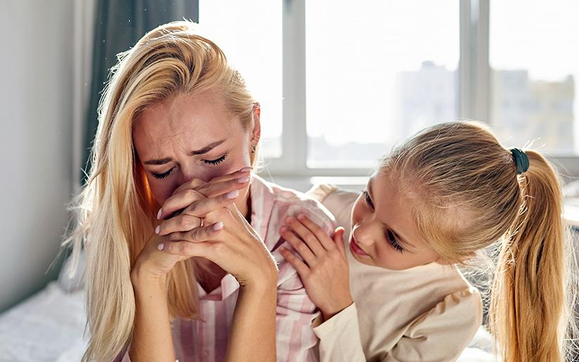 ¿Qué puedo hacer si mi hija me ve llorar?