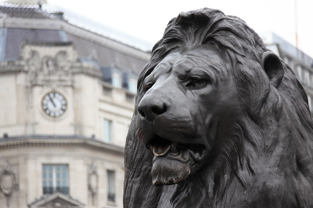 trafalgar square has lots of statues of lions