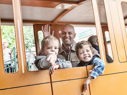 Dad and boys take the Thomas train to the other side of Drayton Manor
