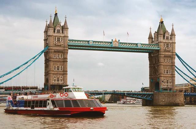 tower bridge sightseeing fun in london