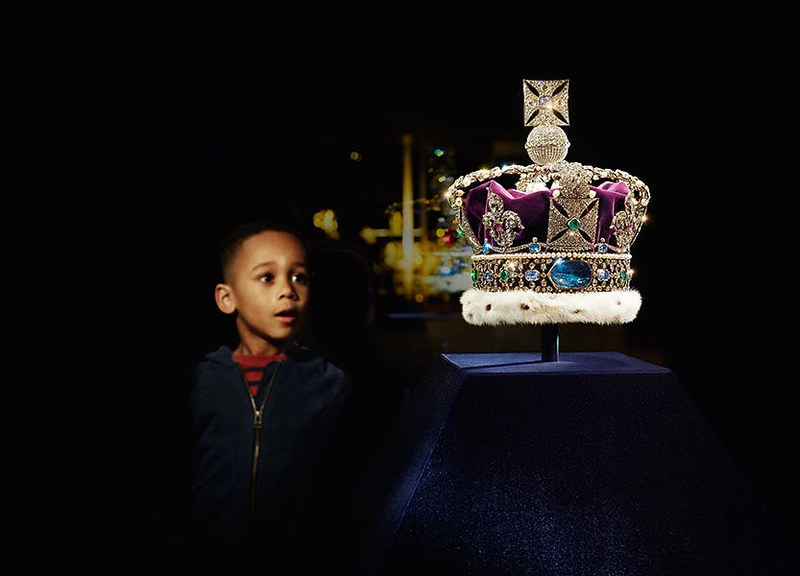 Crown Jewels experience, child looking at the crown jewels