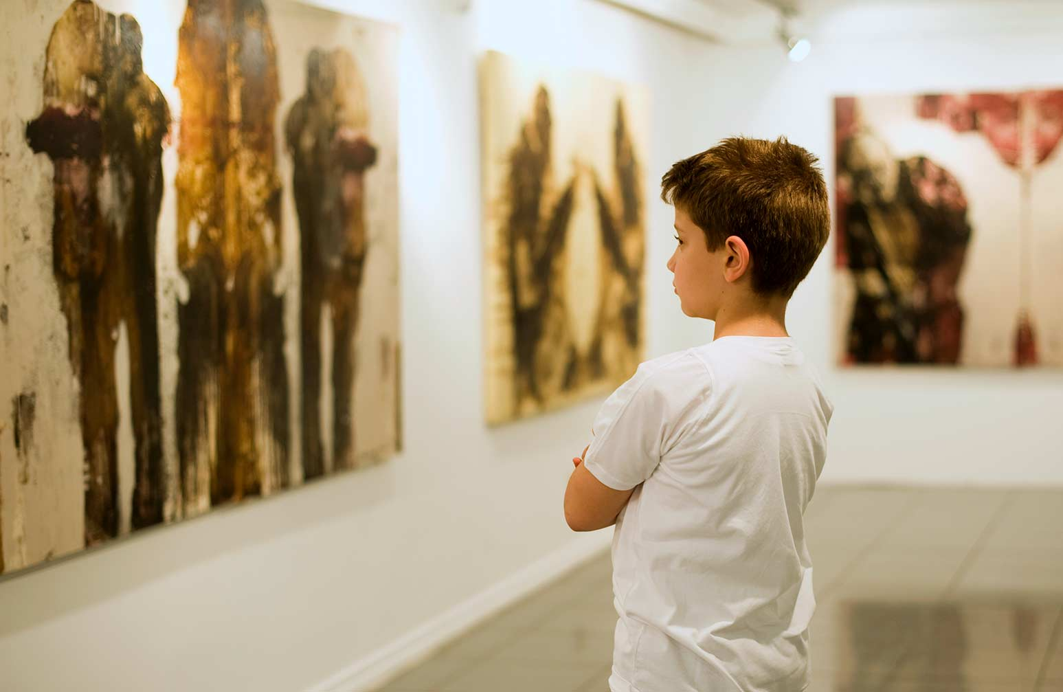 Child looking at art at a museum.