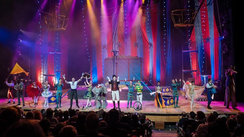 Circus 1903 performing.