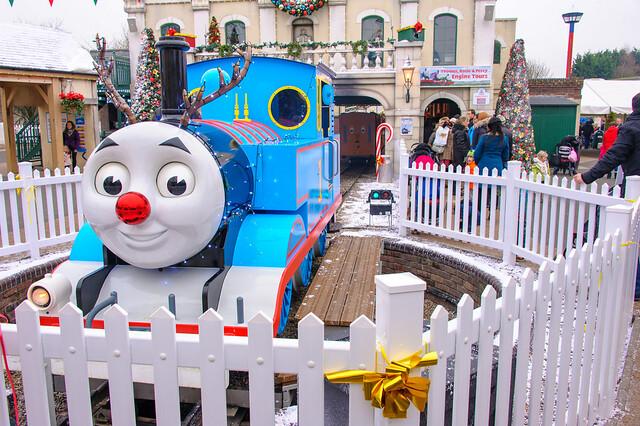 Thomas the tank engine celebrates christmas